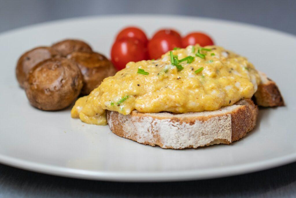 healthy scrambled eggs for breakfast