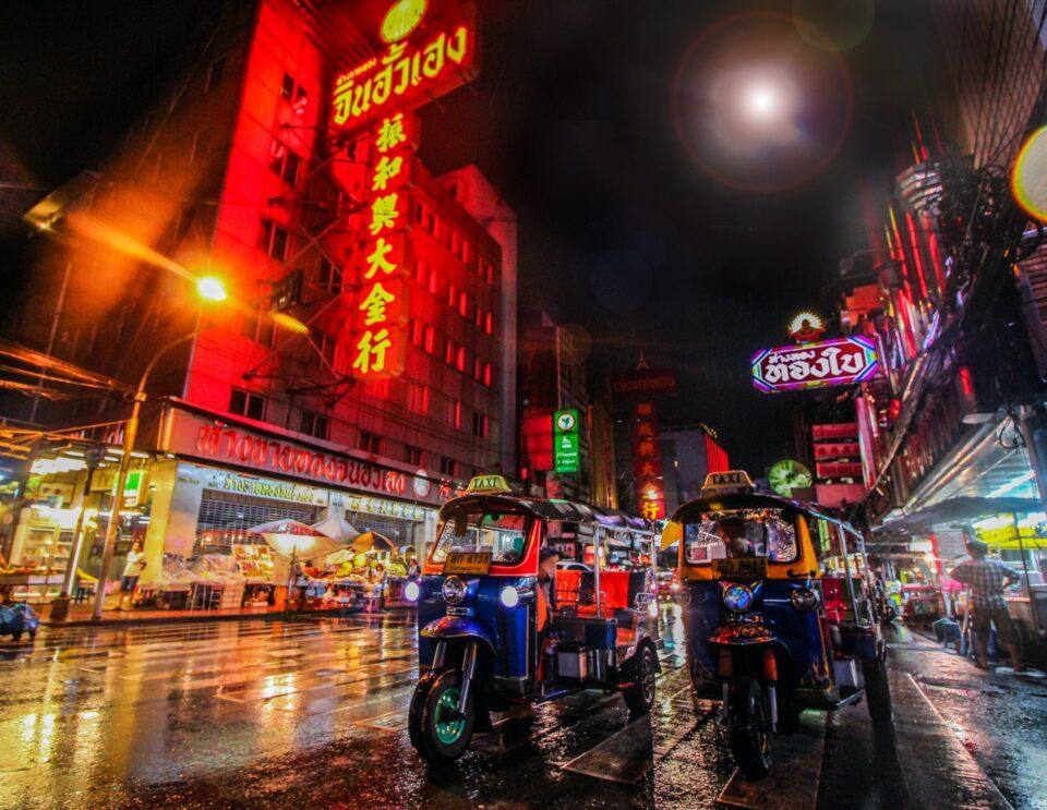 popular markets in bangkok